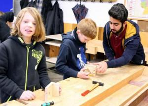 Mittelstufenschüler in der Holzwerkstatt des BSO Michelstadt